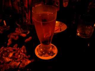 「日の出理容院」で生ビール
