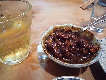 焼酎ロックと玉子入りスープに絡めた煮込み