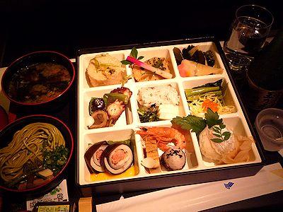 機内食で一献
