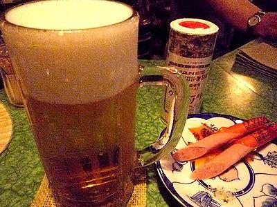 生ビールとソーセージ