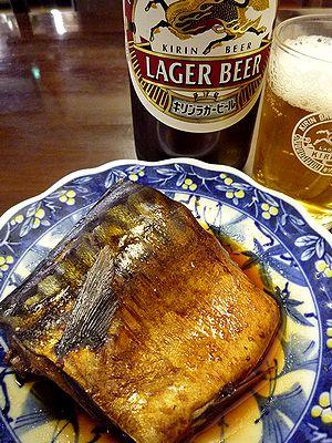 サバ煮物でビール