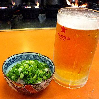 ホルモン煮と生ビール大