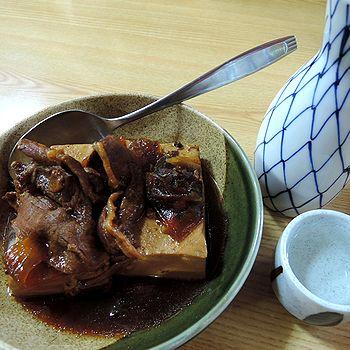 肉豆腐で燗酒