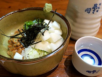 めかぶ山芋納豆で燗酒