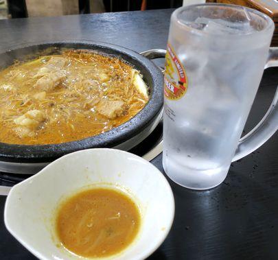 石鍋と焼酎水割り