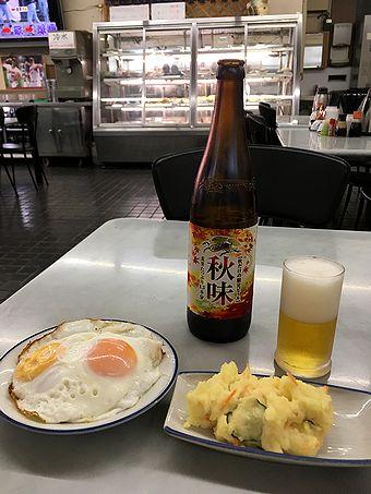 大衆食堂で朝飲み
