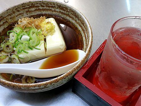 豆腐(温)で冷酒