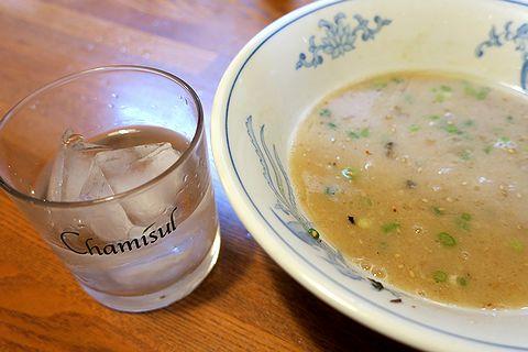 豚骨スープで黒糖焼酎