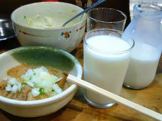 豚煮込みと牛乳セット