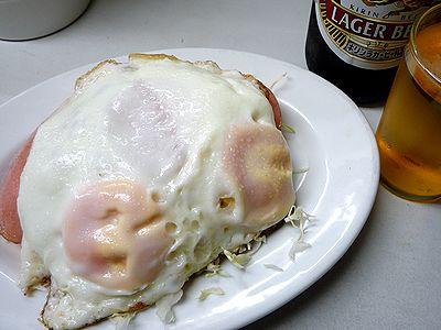 ハムエッグとビール