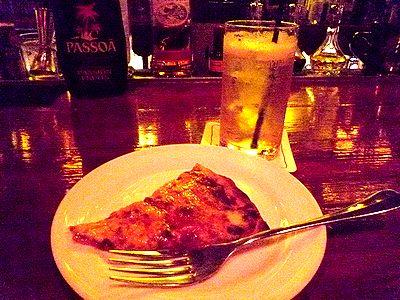 ピザとバーボンソーダ