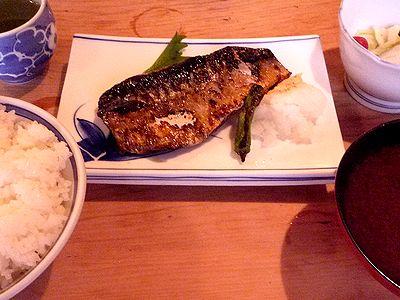 八重洲「三州屋」の鯖塩焼き