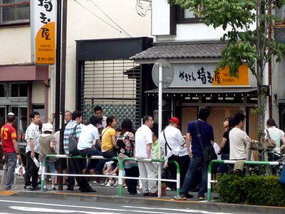 土曜日、開店前の「埼玉屋」