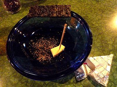 黒胡椒で海苔とチーズ