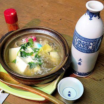 豆腐鍋で燗酒