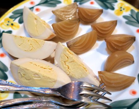卵と玉ねぎのピクルス