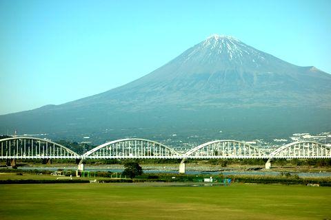 新幹線で西へ